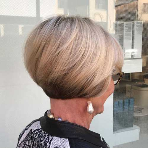 20 Best Short Haircuts For Older Women