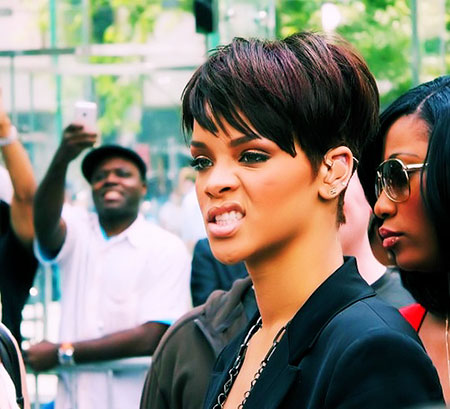 Sraight Hairtyle, Rihanna Twitter Short Seventeen